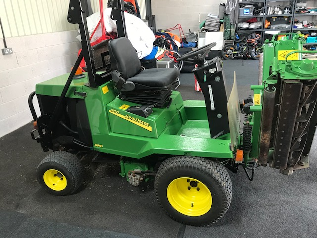 New and Used JOHN DEERE 900 TRIPLE MOWER for sale across England, Scotland & Wales.
